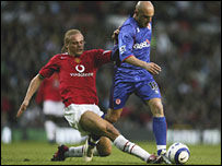 Massimo Maccarone (r) holds off the challenge of Man Utd's Wes Brown
