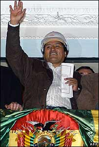 President Evo Morales addresses the Bolivian people on 1 May 2006 at the presidential palace in La Paz