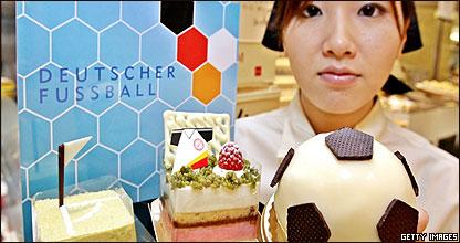 Venta de chocolates con motivo del Mundial en Japón