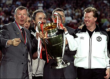 Steve McClaren (right) and Sir Alex Ferguson hold the Champions League trophy after beating Bayern Munich 2-1 in the final