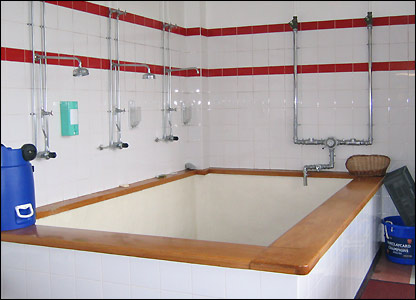 The old-style plunge bath at Highbury