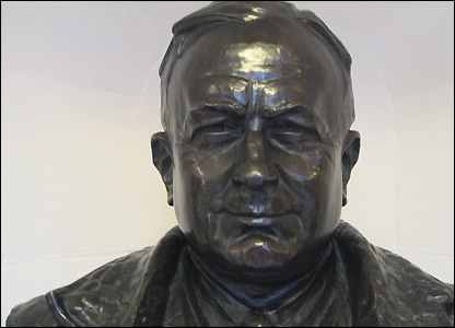 The bronze bust of Herbert Chapman