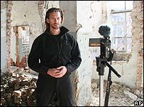 Kevin Sites recording in Grozny, Chechnya