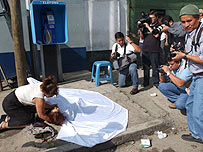 The press photograph the body of a dead woman in Guatemala