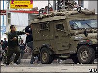 Palestinians attack Israeli army jeep in Nablus