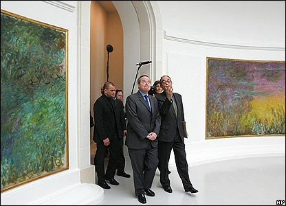 French Culture Minister Renaud Donnedieu de Vabres inspects the Nympheas room
