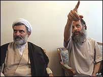 Reformist cleric Mohsen Kadivar (l) and journalist Akbar Ganji who was recently freed from jail