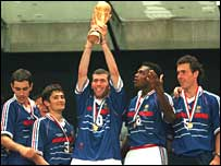 Zinedine Zidane holds the World Cup high up in front of the home crowd