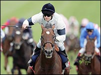 Johnny Murtagh wins the 2005 Derby on Motivator