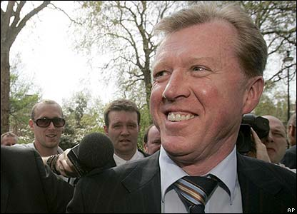 McClaren arrives at FA headquarters in Soho Square