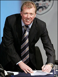 Steve McClaren signs his England contract
