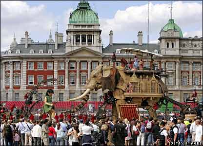 The elephant and the girl meet in Horse Guard's Parade
