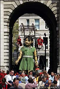 The girl walks through Admiralty Arch