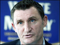 Hibernian manager Tony Mowbray