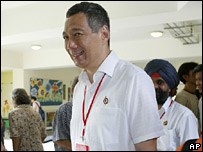 Prime Minister Lee Hsien Loong at a voting station