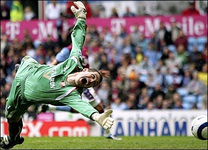 Sunderland keeper Kelvin Davies saves Gareth Barry's penalty