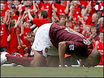 Arsenal striker Thierry Henry kisses the Highbury turf during the club's last game at the stadium when they played Wigan