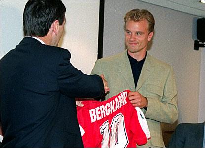 Bruce Rioch (left) unveils Dennis Bergkamp as an Arsenal player