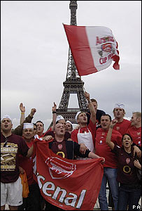 Arsenal fans in Paris