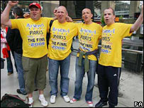 Arsenal fans in Paris