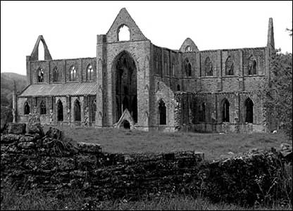 Bryn Thomas from Hereford sent in this nice shot of Tintern Abbey