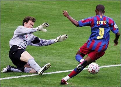 Arsenal's Jens Lehmann challenges Samuel Eto'o