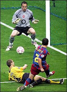 Juliano Belletti scores the winner for Barcelona