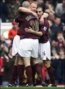 Dennis Bergkamp celebrates his last Arsenal goal with Philippe Senderos and Mathieu Flamini