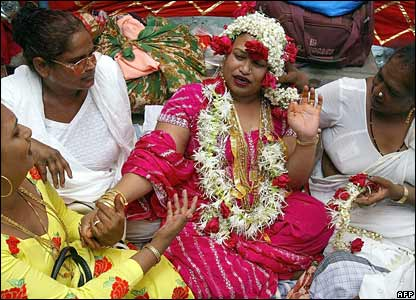 Pictures of Eunuchs http://news.bbc.co.uk/2/hi/in_pictures/4994014.stm