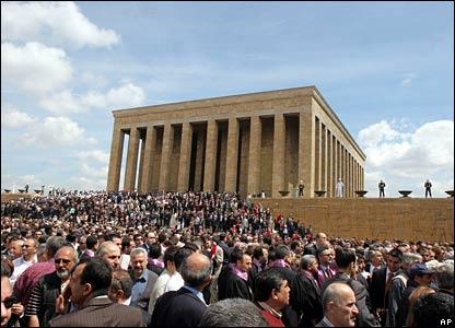 Crowds of Turkish protesters at the mausoleum of Mustafa Kemal Ataturk