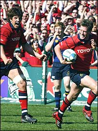 Donncha O'Callaghan (left) celebrates as Ronan O'Gara scores for Munster