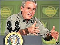 George W. Bush explica su apoyo a reforma migratoria en Arizona.