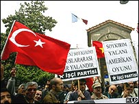 Turkish protesters outside the French consulate in Istanbul