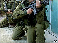 Israeli patrol in Balata camp (archive)
