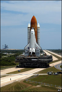 Shuttle Discovery being moved (AP)
