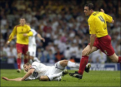 Rob Hulse is fouled by Malky Mackay