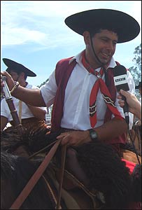 Cabalgata en honor al Gaucho