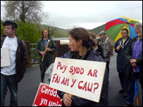 Some of the protesting parents from Mynyddcerrig and Bancffosfelen schools, picture supplied by Cymdeithas yr Iaith Gymraeg