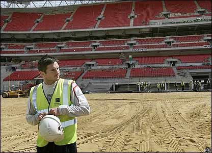 Frank Lampard looks around the new Wembley