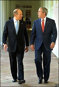 Israeli PM Ehud Olmert (l) and President Bush at the White House