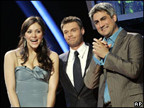 Finalists Katharine McPhee and Taylor Hicks with host Ryan Seacrest (centre)