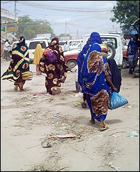 Women walking in Mogadishu (Photo: Ahmed Mohammed Fardolle)