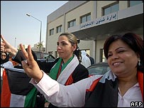 Women candidates Rula Dashti (C) and Aisha al-Rshaid (R)