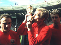 Bobby Moore kisses the World Cup