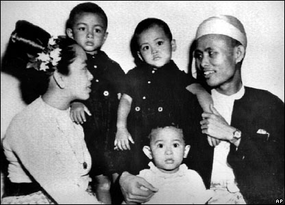 Aung San Suu Kyi's family in 1947