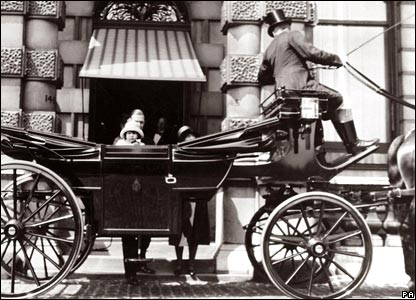 Princess Elizabeth in a horse-drawn landau outside her first London home at No.145 Piccadilly