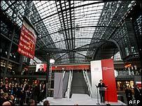 Angela Merkel inaugurates the station