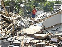 Casa destruida en Indonesia.