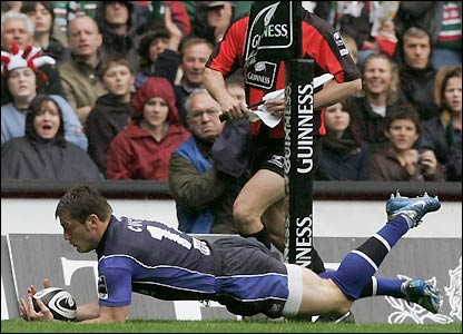 Mark Cueto scores an early try for Sale