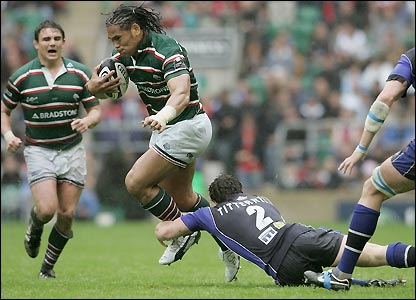 Alesana Tuilagi drives forward